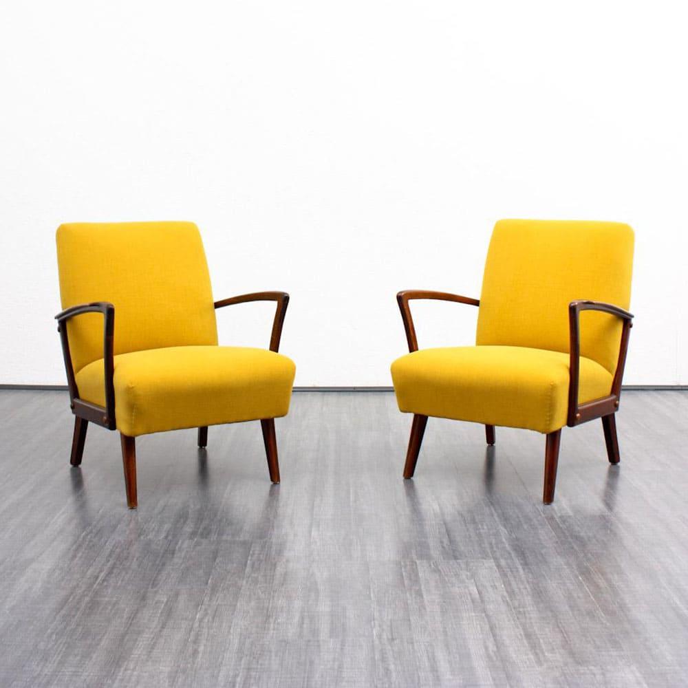 fauteuils jaunes en bois