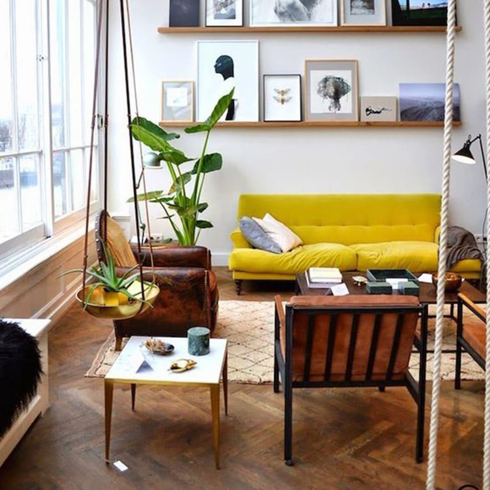 Id e d 39 int rieur cosy avec parquet et canap jaune Canape pour petit espace