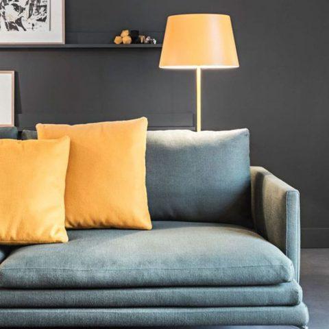 canape bleu canard avec coussins jaunes