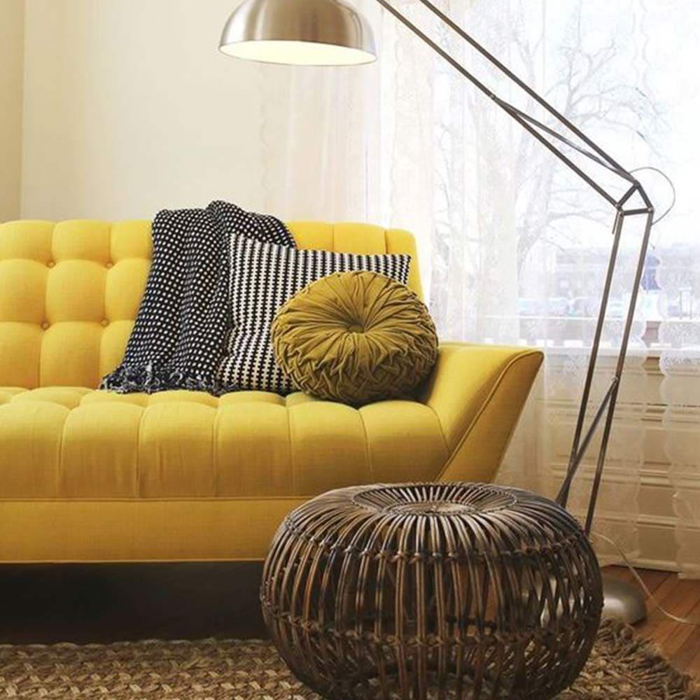 décoration de salon avec canapé jaune