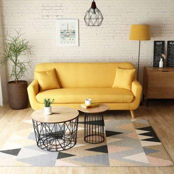 salon nordique avec mini canapé jaune
