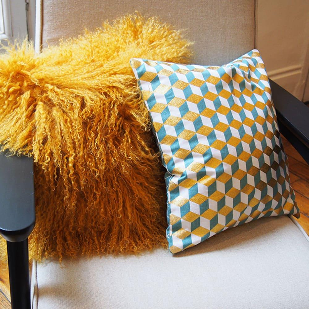 coussins jaunes avec motifs photos de canapes jaunes. Black Bedroom Furniture Sets. Home Design Ideas