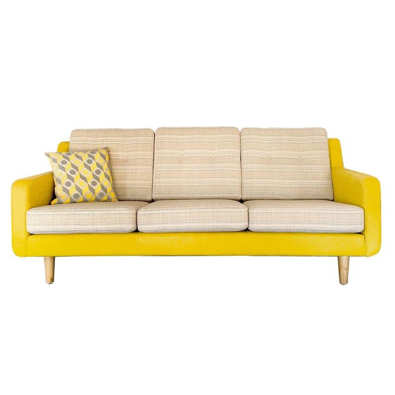 photo de canape jaune et gris avec motifs et coussins